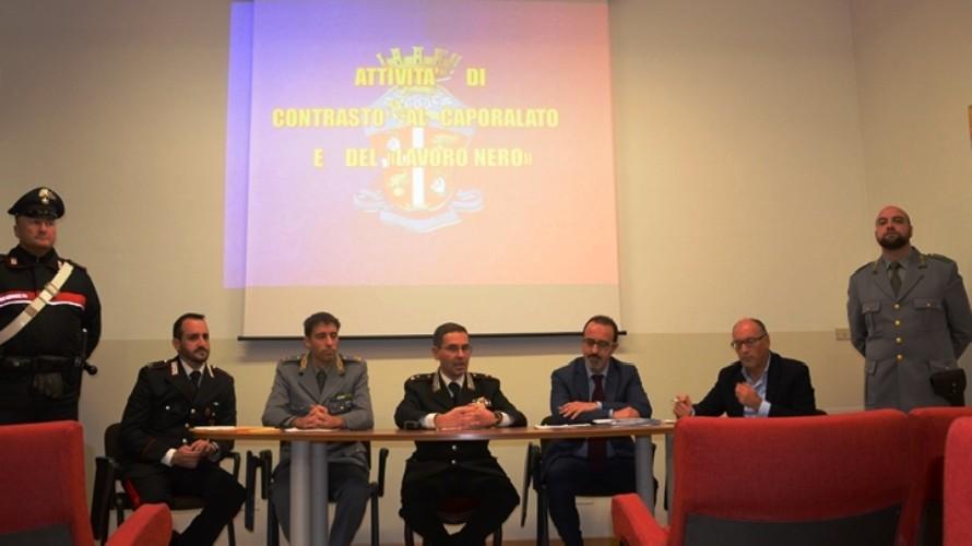 Caporalato: stagionali vendemmia,primo indagato in Piemonte