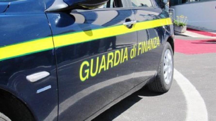 Guardia di Finanza smantella traffico di sigarette di contrabbando: sei arresti