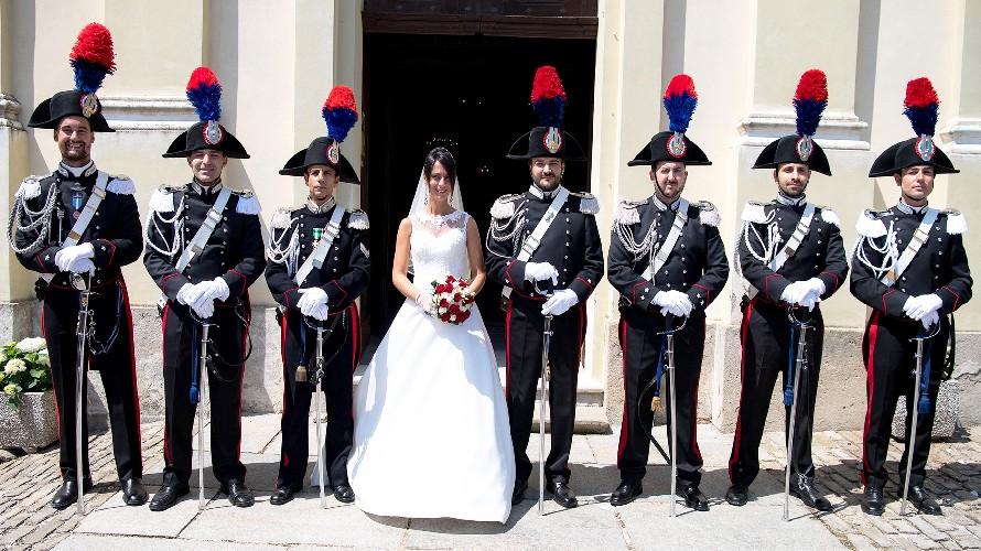 Matrimonio In Alta Uniforme Esercito : Sposa cebana con nozze in alta uniforme per il comandante