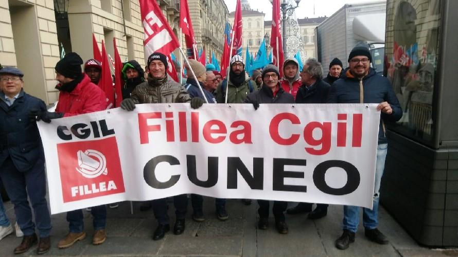 Edili in sciopero, da Cuneo i lavoratori alla manifestazione interregionale di Torino