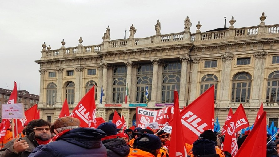 Edili in sciopero da Cuneo i lavoratori alla manifestazione interregionale di Torino             CUNEO