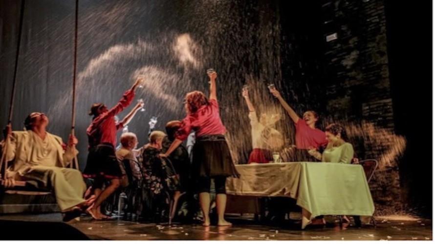 Cuneo al don bosco venerd 7 dicembre va in scena l 39 amore con il teatro babel - L amore infedele scena bagno ...