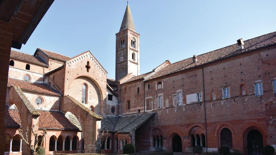 Domenica partono dall'Abbazia di Staffarda le visite teatralizzate del progetto Pluf!- Cuneocronaca.it
